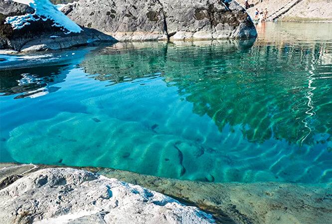 Голубые озёра – самая известная местная достопримечательность.