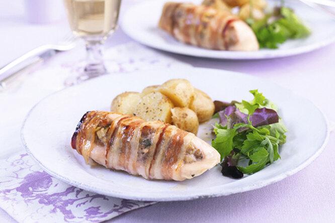 Куриные грудки фаршированные колбасками