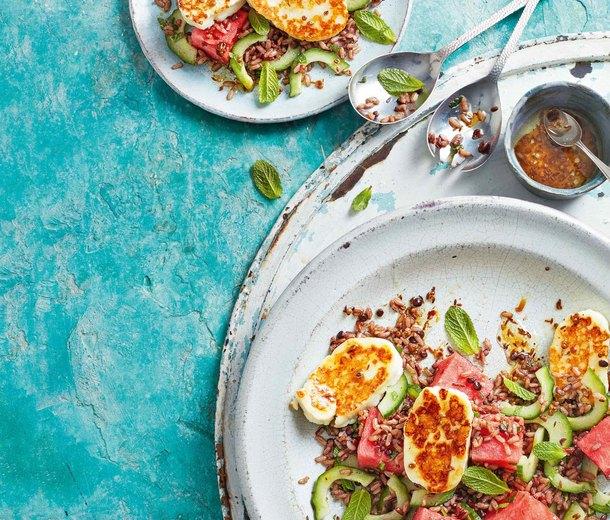 Салат с халуми и арбузом
