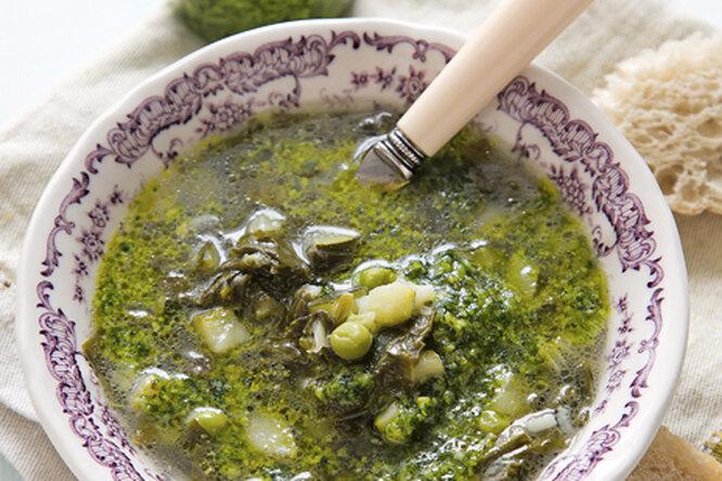 Суп из кабачка и щавеля с песто