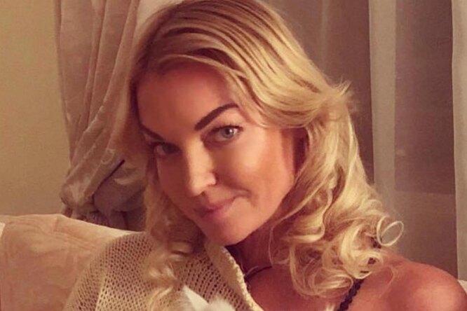 Анастасия Волочкова выбирает свадебное платье