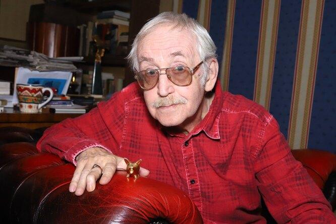 83-летний Василий Ливанов предсказал себе двух сыновей иголубую машину
