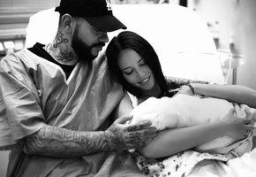 Дочь Тимати впервые увидела новорождённого брата (видео)