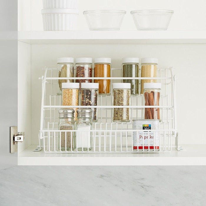 Все по полочкам: 10 лайфхаков для организации хранения в кухонных шкафчиках