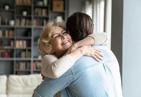 «Мама, это я!» Сын отыскал биологическую мать, отказавшуюся от него 45 лет назад