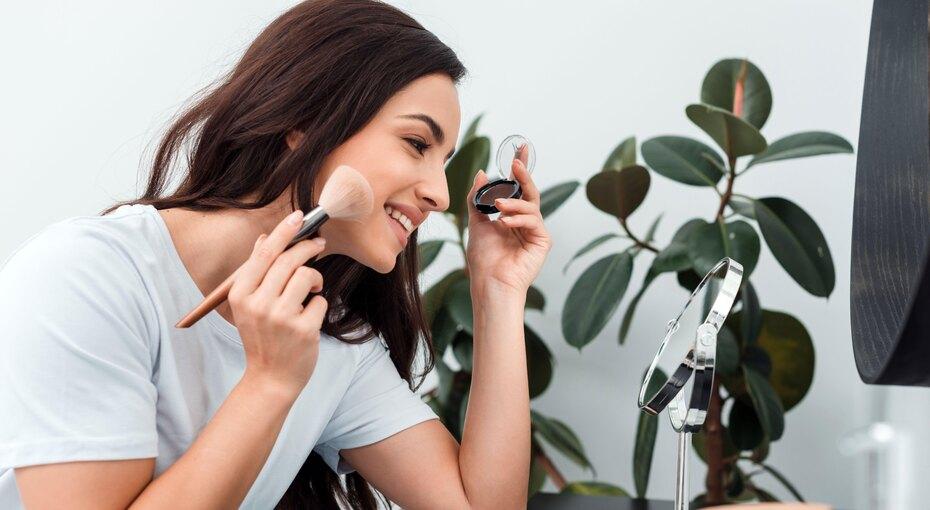 На 10 лет моложе: 6 главных правил антивозрастного макияжа (видео)