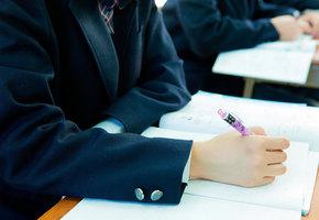 К школе не готовы: Роскачество признали 39% школьных пиджаков для мальчиков небезопасными