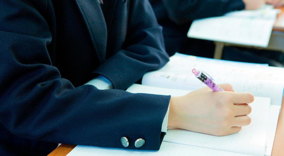 К школе неготовы: Роскачество признали 39% школьных пиджаков длямальчиков небезопасными