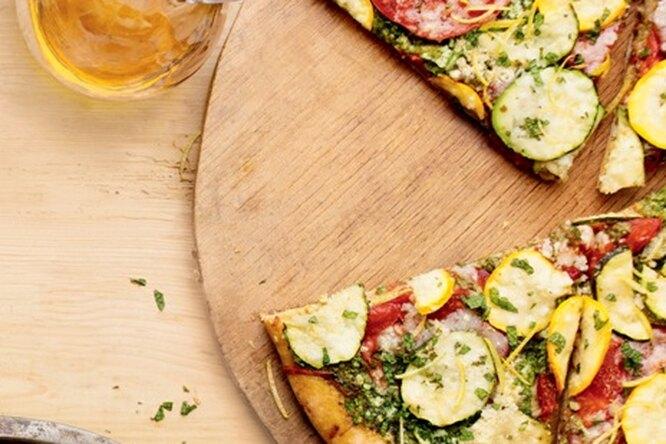 Пицца с цукини и песто