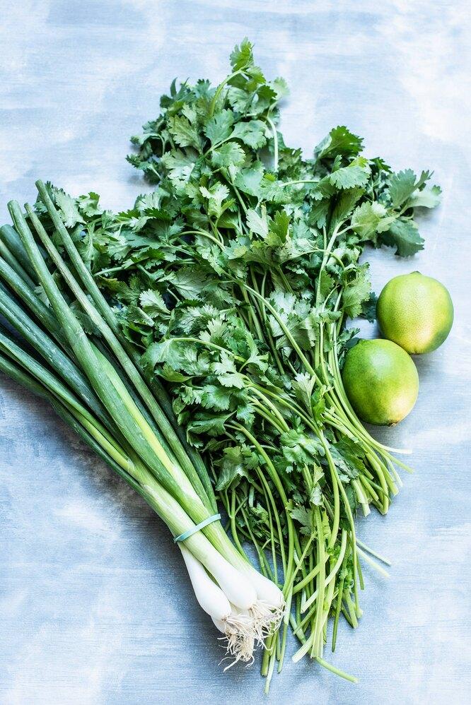 зеленый лук, петрушка, пучок зелени, пучок зеленого лука