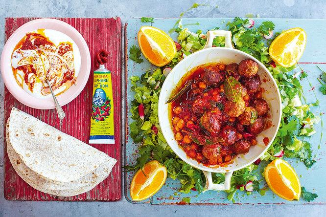 Джейми Оливер рекомендует: фрикадельки, овощной салат  и йогурт  с хариссой