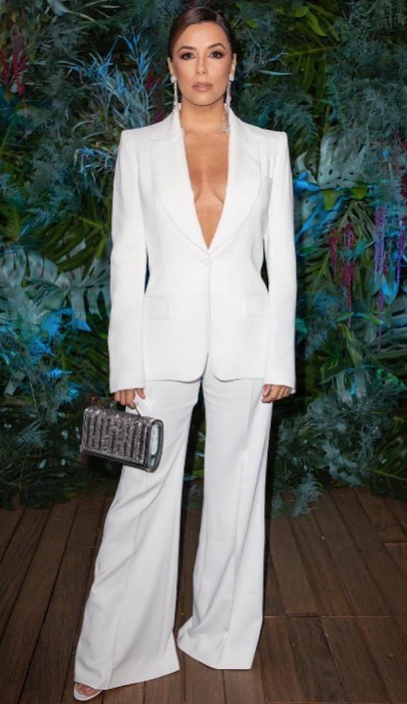 Ева Лонгория в костюме с широкими брюками