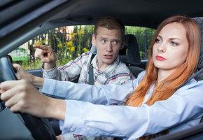 Причина для расставания: 3 способа избежать ссор с парнем за рулем