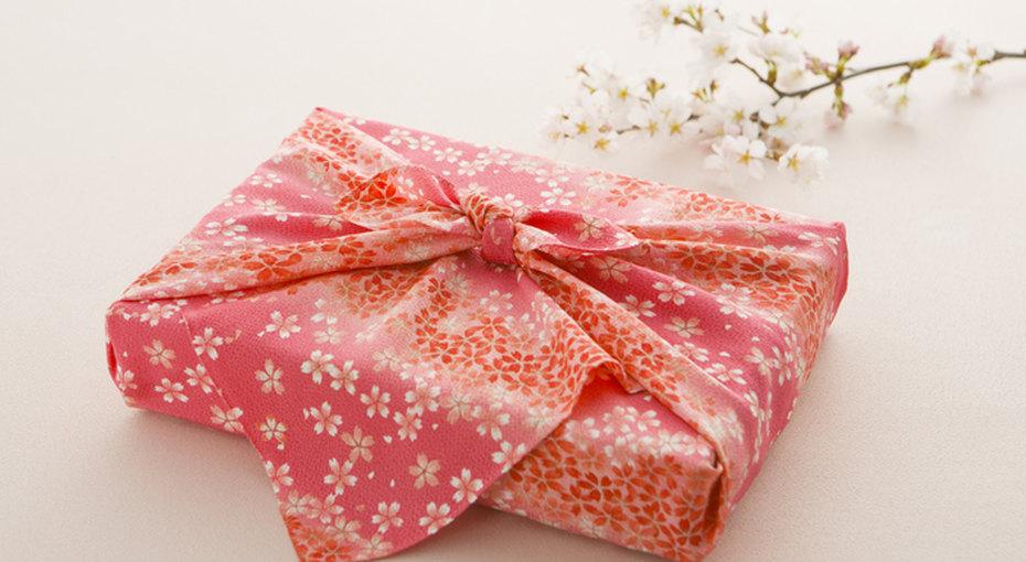 «Экологично ипрактично»: как упаковать подарок вткань втехнике «фурошики»