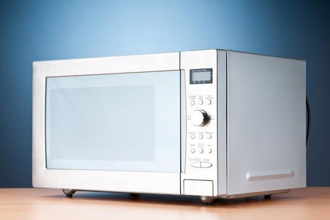 Три способа очистить микроволновку доблеска