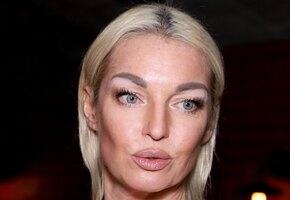 «Наконец-то нормальное фото»: Анастасия Волочкова в бикини восхитила подписчиков