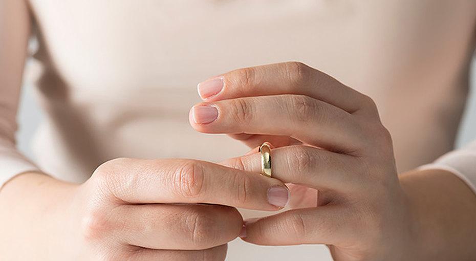 Женщина отдала официанту свое обручальное кольцо - чтобы исполнить его мечту