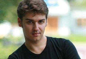 В Москве умер 37-летний актер, озвучивший Человека-Паука и Кристиана Грэя в фильме «50 оттенках серого»