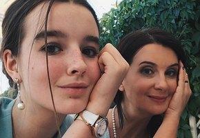Екатерина Стриженова показала школьный наряд 16-летней дочери на первое сентября