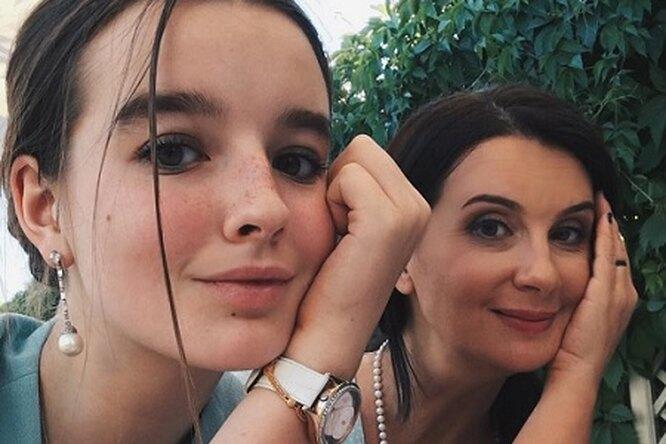 Екатерина Стриженова показала школьный наряд 16-летней дочери напервое сентября