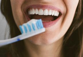 Зубная паста для похудения, щетка-напальчник и другие новинки для чистки зубов