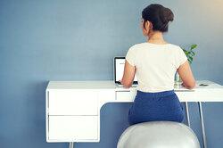 Выпрямите спину: 7 простых упражнений дляосанки накаждый день