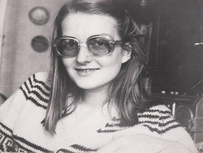 Елена Хлендовска в юности