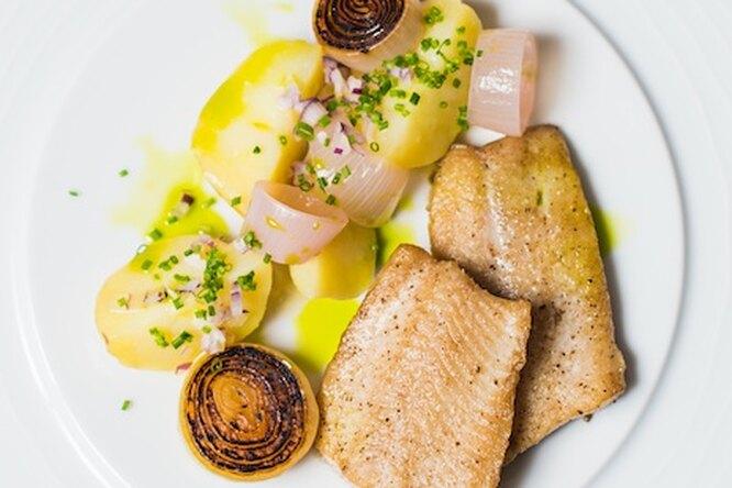 Жареная норвежская сельдь с молодым картофелем