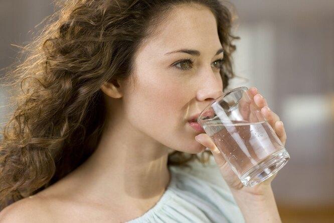 8 стаканов воды: 8 трюков, которые помогут незабывать проних каждый день