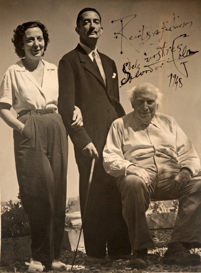 Сальвадор Дали с отцом и сестрой