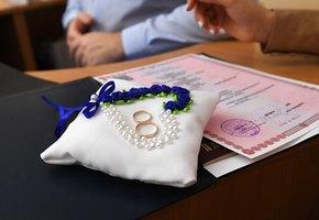 В России приостанавливают заключение браков и регистрацию разводов
