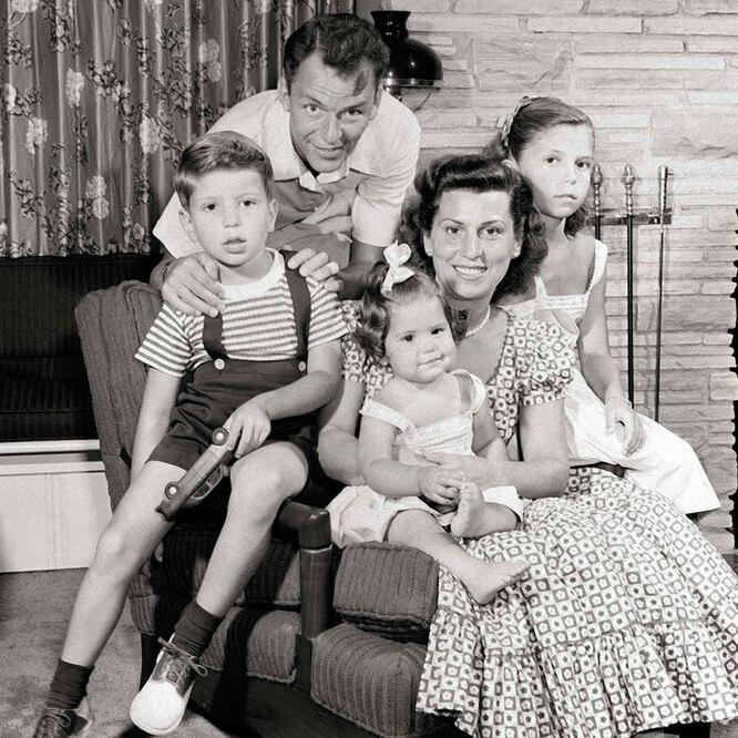 Фрэнк Синатра с детьми и первой женой, Нэнси Барбато