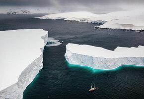 У берегов Антарктиды нашли загадочный 122-метровый корабль: историки рассказали, что это может быть