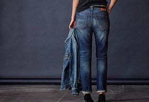 Исследователи назвали возраст, в котором женщине пора перестать носить джинсы