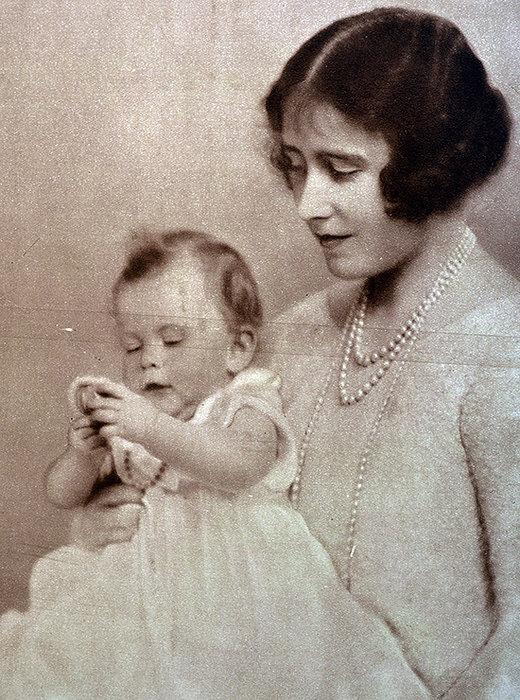 Елизавета Боуз-Лайон и Елизавета Александра Мария