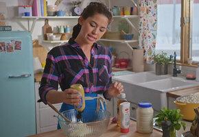 Люди пытаются это развидеть: блогер показала, как готовит любимый салат