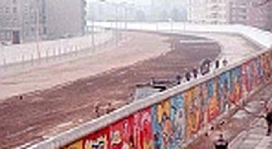 История Берлинской стены вфотографиях