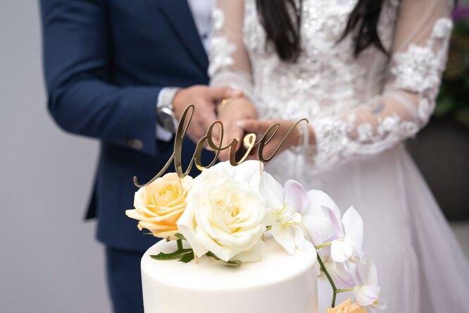 Шок насвадьбе: свекровь пришла вбелом платье изакрывала невесту навсех фото