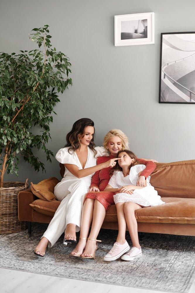 Певица Слава с дочерьми