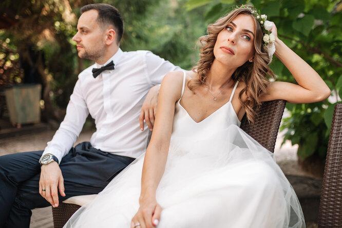 Невеста вярости: друзья молодожёнов пригласили сами себя намедовый месяц пары
