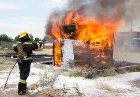 Девятилетний мальчик со сломанными руками спас сестру из пожара