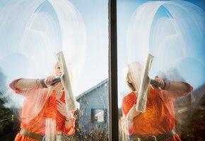Без разводов! 10 лайфхаков, которые пригодятся при мытье окон