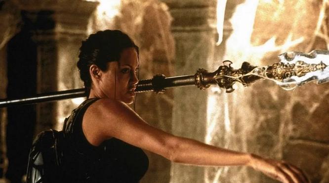 Анджелина Джоли в фильме «Лара Крофт: Расхитительница гробниц»