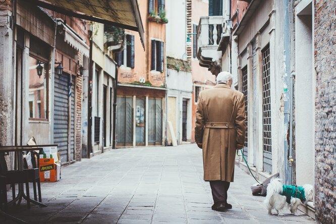 Трогательный клип пропенсионера ипса помогает собрать деньги одиноким старикам