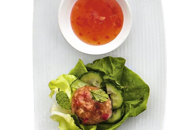 Мясные шарики по-тайски с салатом