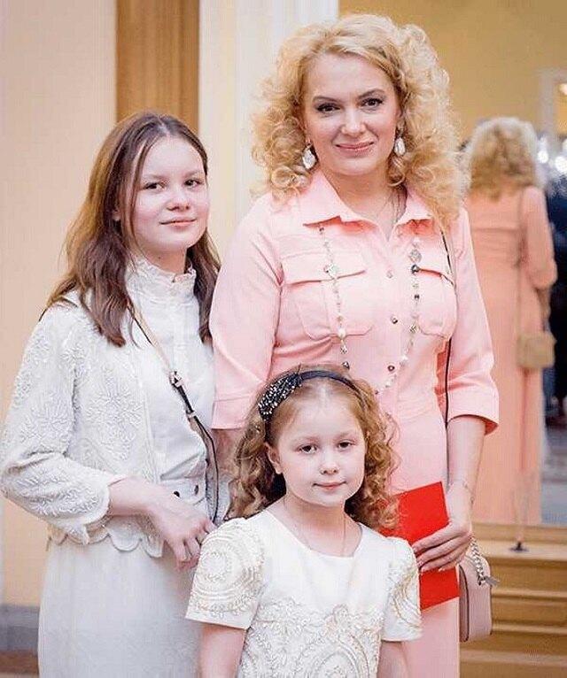 Мария Порошина с дочерьми