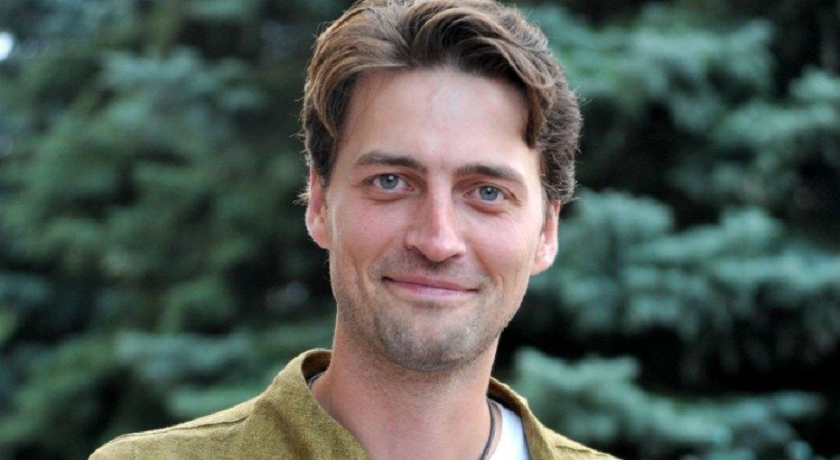 «Дочка ваша копия»: актер «Движения вверх» Иван Колесников показал детское фото сматерью