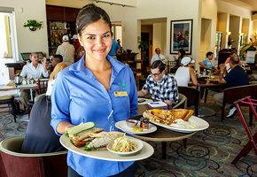 Официантка покормила в кафе бездомного. Она не знала, чем это для нее закончится