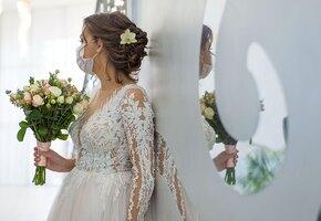 «Люди не должны быть готовы умереть за вас»: эгоистичная тирада невесты о коронавирусе шокировала гостей свадьбы