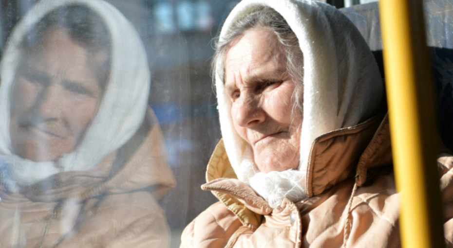 Британские ученые просят неуступать бабушкам место - повполне разумной причине